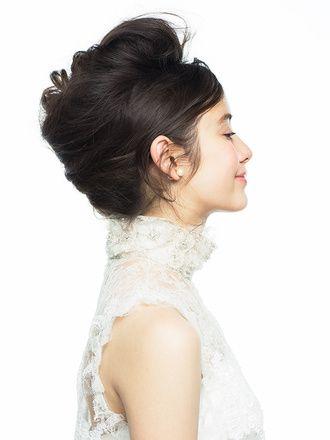エアリー感をまとった無造作な盛りヘア/Side