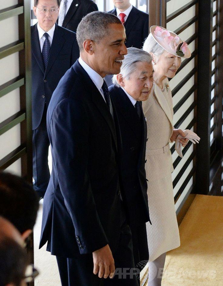 皇居で開かれた歓迎式典に出席するバラク・オバマ(Barack Obama)米大統領と天皇、皇后両陛下(2014年4月24日撮影)。(c)AFP/Jim WATSON ▼24Apr2014AFP|皇居でオバマ大統領の歓迎式典、両陛下と笑顔で握手 http://www.afpbb.com/articles/-/3013438 #Barack_Obama #Emperor_Akihito #Empress_Michiko