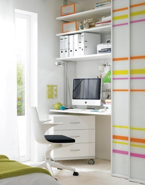 Schreibtisch versteckt hinter Gleittüren: Minibüro verschwindet hinter Gleittüren von Raumplus