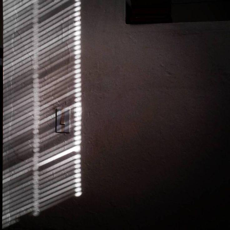 """5 Me gusta, 1 comentarios - D (@elmarenlaventana) en Instagram: """"#luz #sombra #tarde #casadelacultura #elcarmendeviboral"""""""
