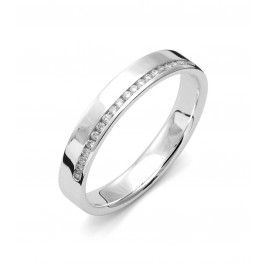 Smakfull förlovningsring/vigselring i 18k vitguld från Flemming Uziel i serien Stella Signo. Ringen har tio stycken diamanter infattade på totalt 0,08ct Wesselton SI. Ringen är 3,5mm bred och 1,8mm hög. Välj Colorful Love, en 0,01ct färgad diamant som infattas tillsammans med ringarna inskription (på insidan).