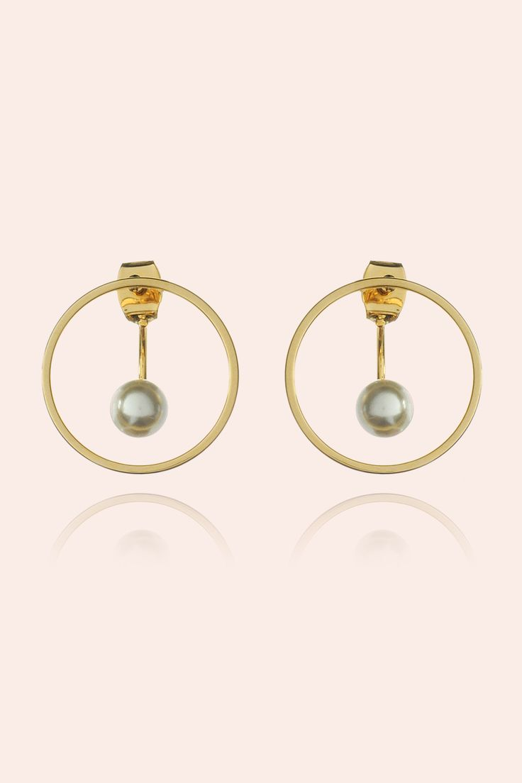 These earrings epitomizes sleek, sexiness and elegance! Pair these with a loose cut tee and rugged jeans for a effortless chic look! It is also a perfect pairing to complement formal wear! Hoop size: 20mm Material: High quality gold plating over brass (Nickel & Lead Free) + Faux glass pearls.  Hypoallergenic Post