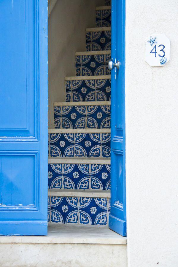 Favignana, Sicilia - La gatta col piatto che scotta