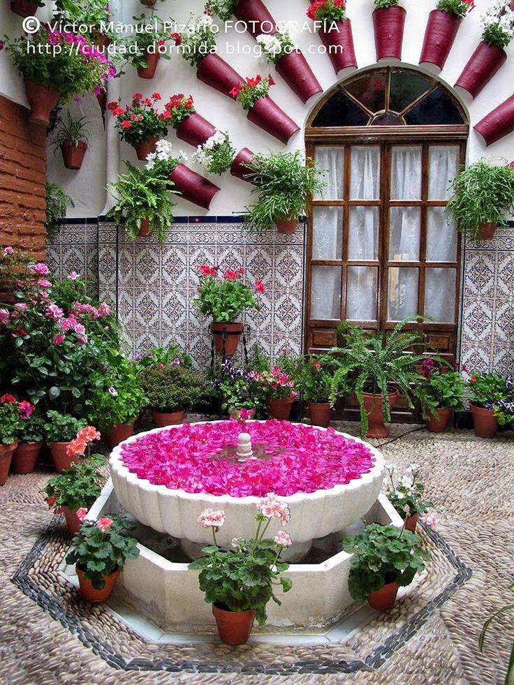 Patio in old house in spain patio de una casa de c rdoba - Patios andaluces decoracion ...