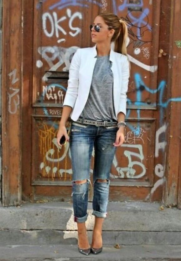 I love this look. Easy yet structured. The boyfriend jeans with the white blazer look so chic and effortless.