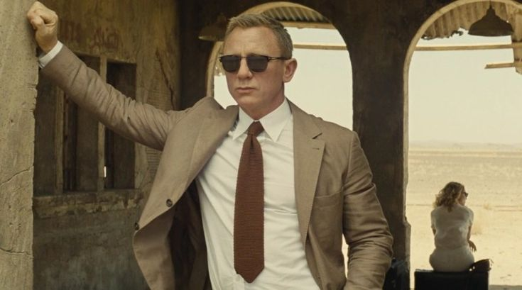 Bond's Morocco outfit does look like a suit, but actually, it is a tan jacket with Brunello Cucinelli chino which he wore with the Matchless trousers in Tangier scenes.