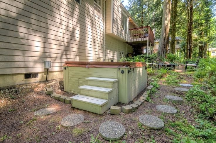 Traditional Hot Tub with Pathway, Fire pit, Fence
