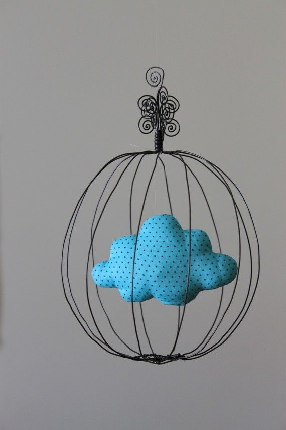Mobile: Cage en fil de fer et nuage en tissu Bleu Pois