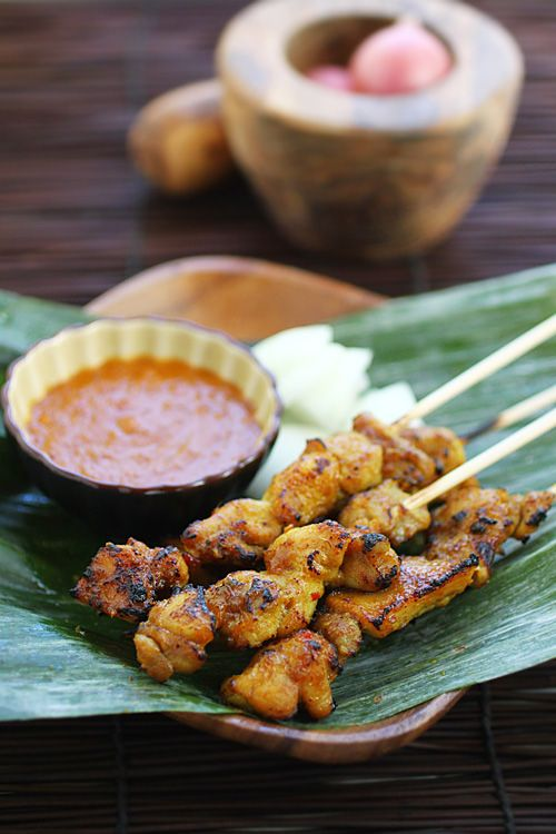 Chicken Satay recipe - You can almost smell the enticing aroma of the chicken satay from your computer screen, can't you? #malaysian #chicken