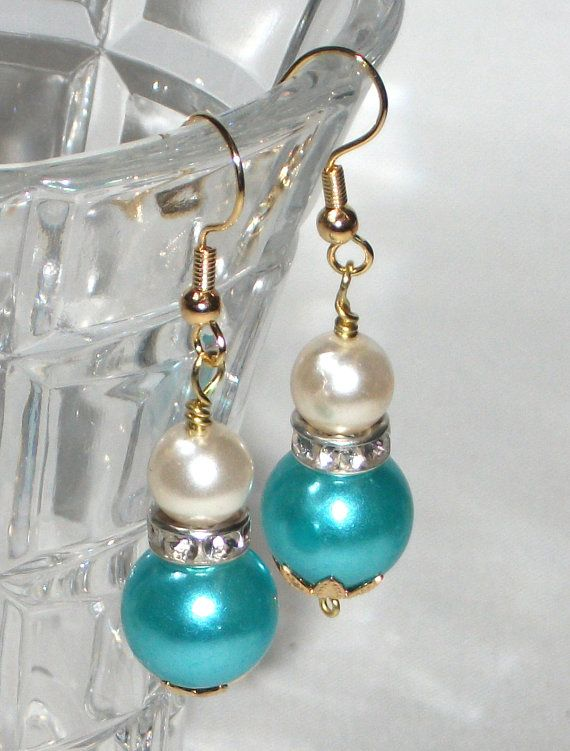 Powder blue Pendant earrings waxed pearls are blue by Momentidoro, €15.00