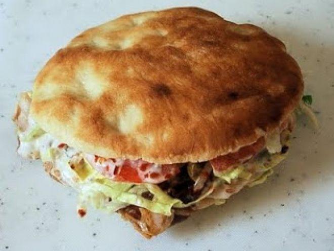 Receta Plato : Sándwich de pan pita al estilo griego (gyros pita) por Rogbl