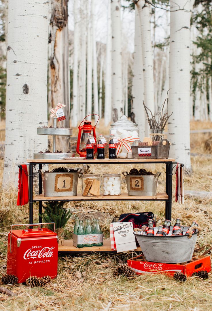 The cooler temps are a great excuse to host a winter-themed party. Our partner Kim gives us all the decorating tips you'll need to keep your guests cozy.