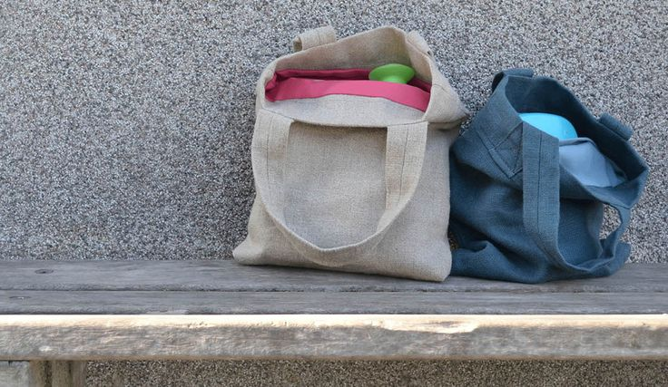 MyTote Model Buddy | This 100% linen custom made quality tote bag is the perfect complement to your handbag and an outcome if you need to work on an appointment on the way. There is a tablet and the necessary paperwork (A4). It is also a handy bag for elementary school children, lunch and gym stuff are going to ease with it. The tote has an inside pocket for your phone and change. | Create your own bag on mytote.nl