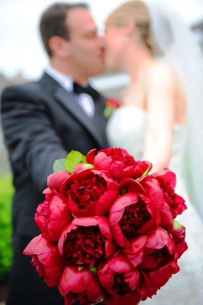 red peony wedding bouquet - now that makes me smile! weddings awe they make every girl happy