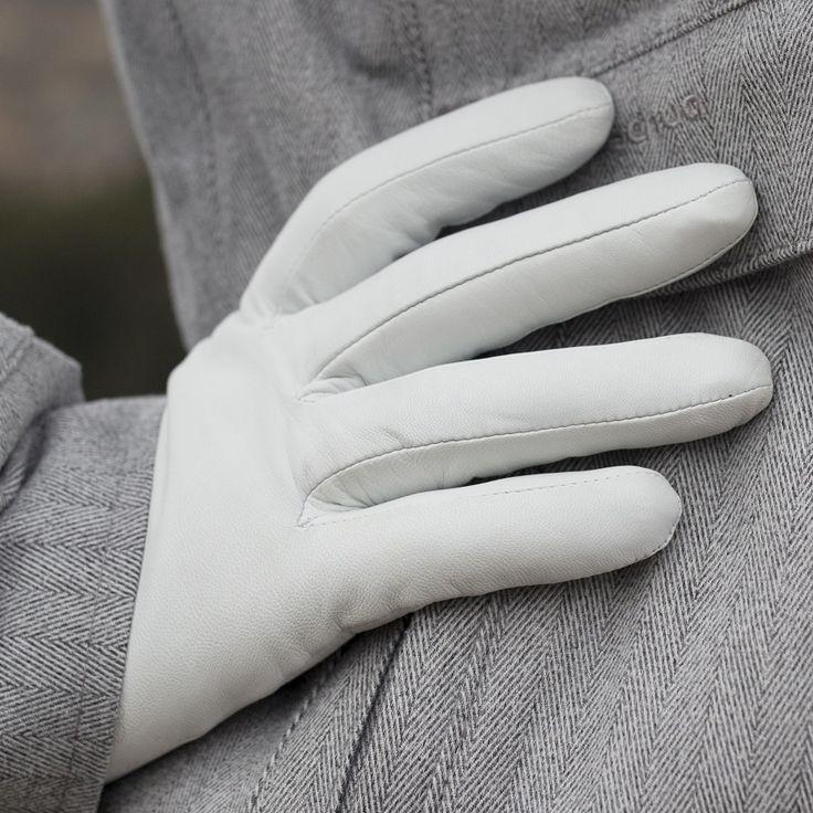 White winter leather gloves. alpagloves.com
