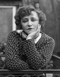 Colette ne croyait pas au possible rachat de Violette Nozière : « Je pensais à la mauvaise enfant criminelle, à l'atmosphère de mensonge bas qu'elle avait organisée »