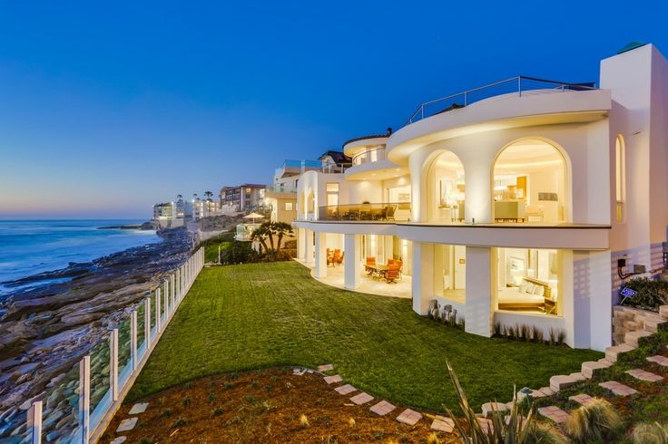 The views from this La Jolla, CA estate are what dreams are made of.