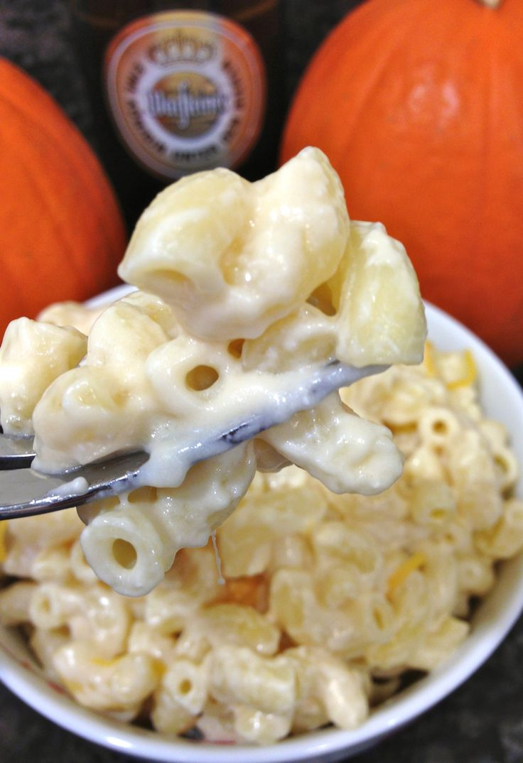 RECIPES TO TRY: Who'd have thought? Beer Mac 'n' Cheese! Perfect for Fall / Oktoberfest! #recipes