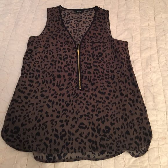 Animal print tank with zipper detail. Like new never been warn animal print tank with zipper detail. Apt. 9 Tops Camisoles