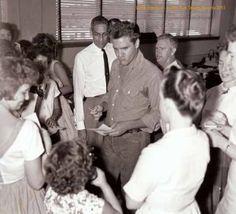 Junger Fan kriegt die Elvis-Schnute in Ocala - Foto: Summer of '61/FTD 2013