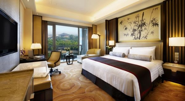 Guest rooms at the Shangri-La Hotel in Qufu intermix contemporary and classic Chinese touches. Image: Courtesy of Shangri-La Hotels and ResortsView Image Details