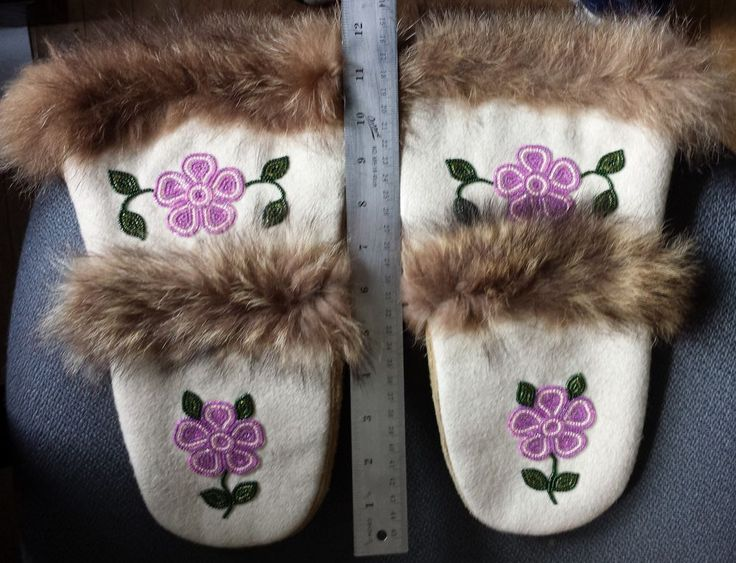beaded mittens fur edges RARE quality Canada or Alaska First Nation Dene / Cree