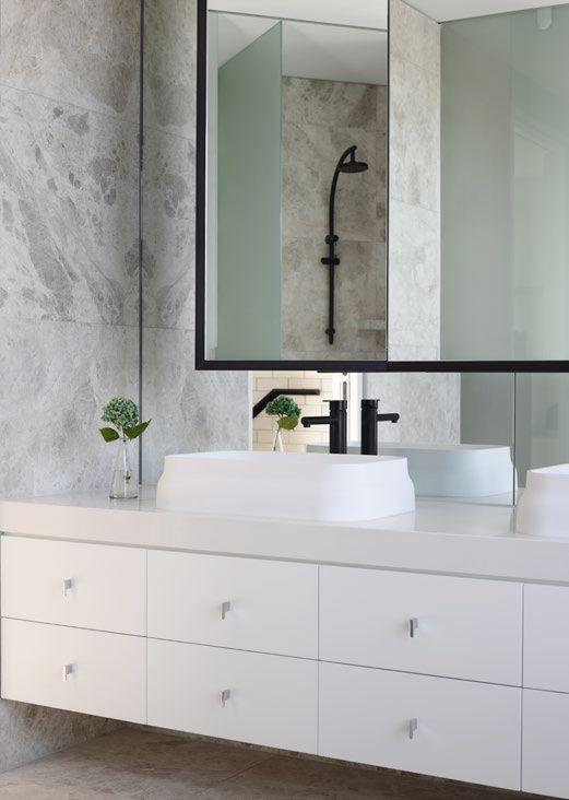 Bathroom with Smartstone Absolute Blanc by Mim Design