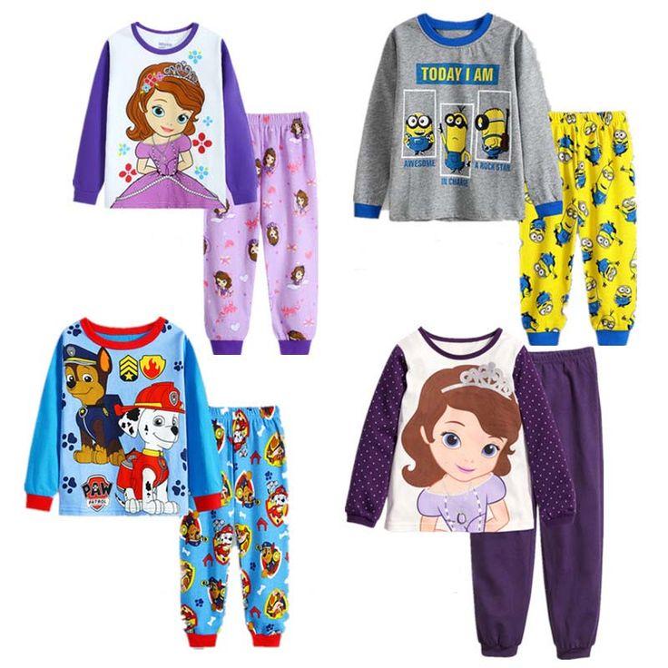 Pijama infantil manga longa vários personagens.