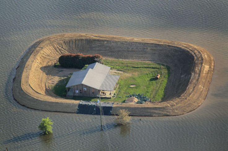 Citizens in Flood Zone Build Homemade Levees to Protect Their Homes | Popular Science