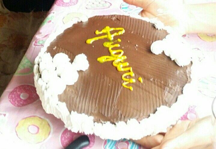 Torta di compleanno alla zuppa inglese con ganache al cioccolato fondente