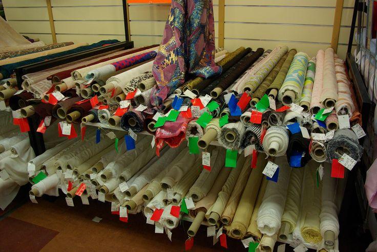 De splendides soies imprimées pour vos réalisations. Disponibles au rayon Couture & Haute Couture de votre magasin Ellen Décoration.