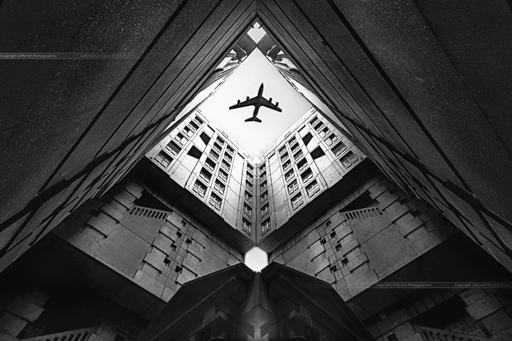Город и самолёт.
