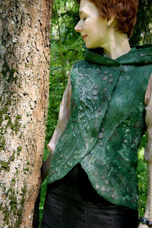 """Купить Жилет войлочный """"Глубина зеленого"""" - абстрактный, темно-зеленый, зеленый, Жилет войлочный"""