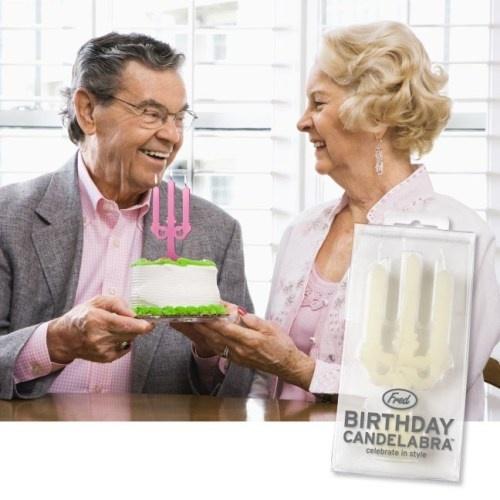 Doğum gününüzü tarz şekilde kutlayın  Geleneksel doğum günü mumları çocukların pastaları için güzel seçimdir, ancak bu mumlar daha büyükler için özel bir hava yaratamaz. Eğer çikolatalı pastanıza ufak da ola bir ambiyans eklemek istiyorsanız, Doğum günü Şamdanı sizin için bunu mükemmel şekilde yapacak.