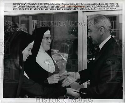 1968 Press Photo Senator Eugene McCarthy & Nuns in San Francisco - nef42562