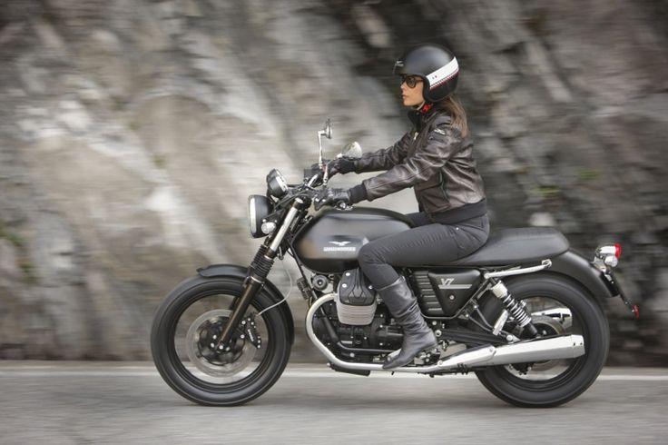 moto girls | Moto Guzzi V7 Stone, Special et Racer 2012