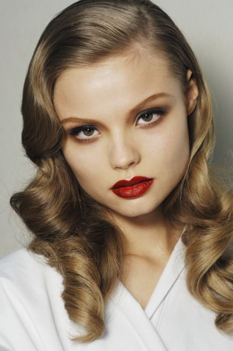 Love this 40s inspired look! Wondering if I could achieve this best with pin curls or with a curling iron... hrmmm...