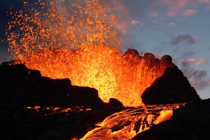 Telkens als de aarde geagiteerd is en zich opgeblazen voelt, gebruikt ze vulkanen om haar woede te uiten en de druk te verlichten.