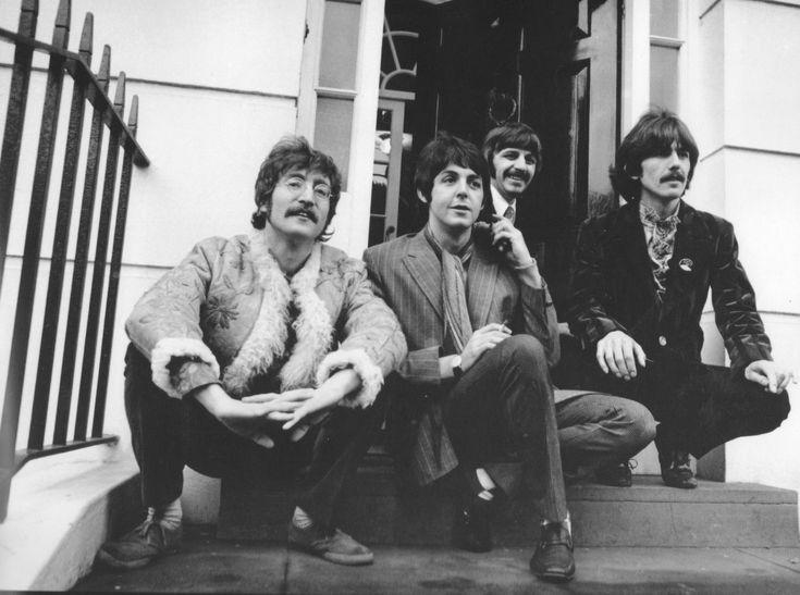 Mira videos y escucha gratis a The Beatles. The Beatles fue un grupo musical de la década de 1960 que revolucionó, no solamente el rock inglés sino la forma de hacer música en general. Sus composiciones se consideran entre las más notables de este género, en las cuales se encuentra gran riqueza melódica, letras de elevado contenido poético y simbólico y excelentes armonizaciones instrumentales y vocales, además de que posee el primer lugar en ventas de discos desde que se desarrolló la…