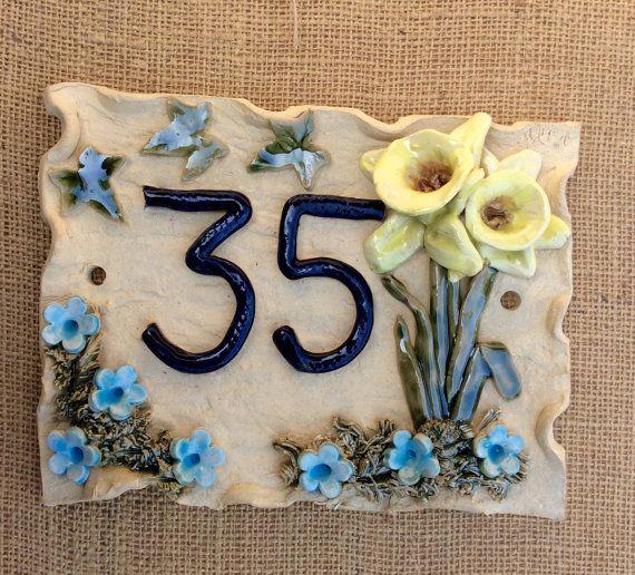Huis nummer plaque deur getallen adres plaque door Sallyamoss