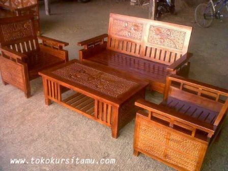 Set Kursi Tamu Koper Lurus SKR-004 ini terbuat dari bahan baku kayu jati berkualitas dengan pewarnaan finishing sending, warna dan melamic.
