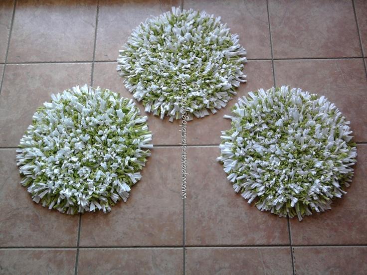 Cubre Sillas con Verde Manzana.  Confeccionado con flecos de totora en mix de tonos blanco y verde manzana, lisos.  Medidas: 45cm de diámetro.