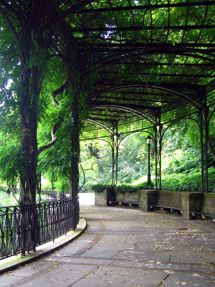 Conservatory Garden via centralpark.com #NYC Photographer: REIYA