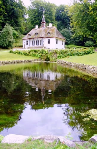 Liselund Slot reflection