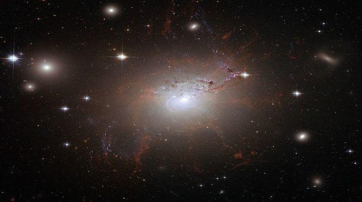 Hubble Uzay Teleskobu'ndan NGC 1275