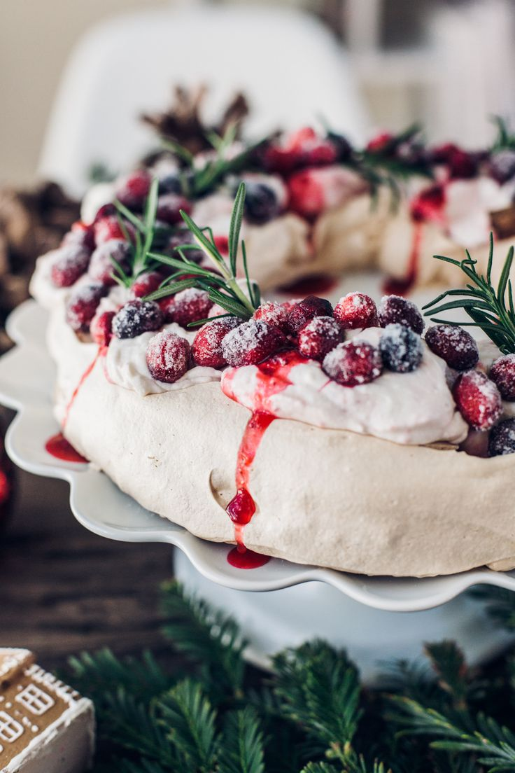 Pavlova Wreath With Sugared Cranberries by @lumadeline