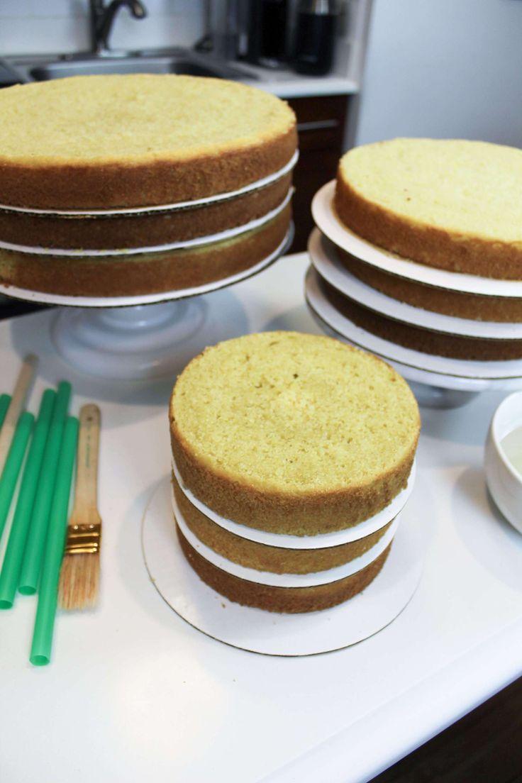 Ihre eigene Hochzeitstorte zu machen ist viel einfacher, wenn Sie wissen, wie man …   – Layer Cake Recipes and Tutorials