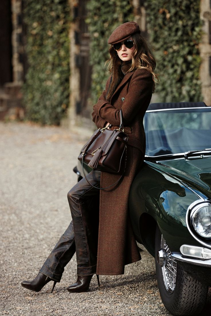 Darling is late, we are on our way out to the country for the weekend. Don't you just love my new RL coat & hat?......