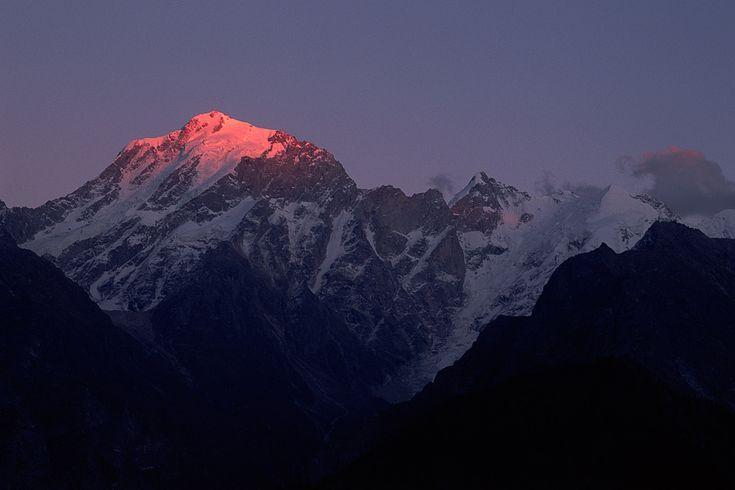 The Changing Colors Of Himachal Pradesh >>> It's a trekkers delight to trek in winter and stumble upon the soft snow.  >> #Paragliding, #Camping, #Trekking, #Skiing #Rafting, #WaterSports, #Dhaulandhar #Shimla, #Kullu, #Manali #Leh