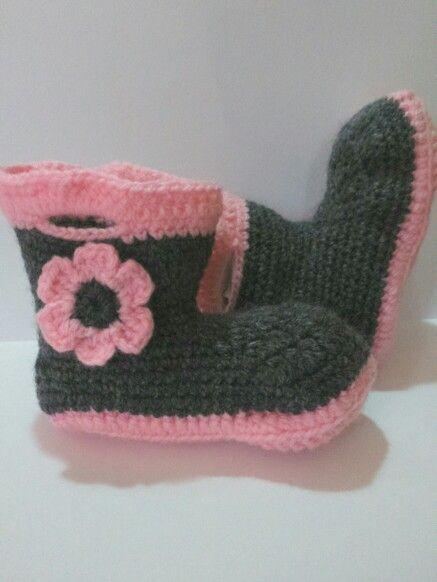Botitas hechas a chochet, botas de niña, botas para bebe, botas rosa y gris